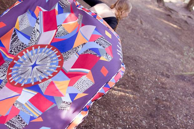 Завязать: 11 марок платков с принтами. Изображение № 31.