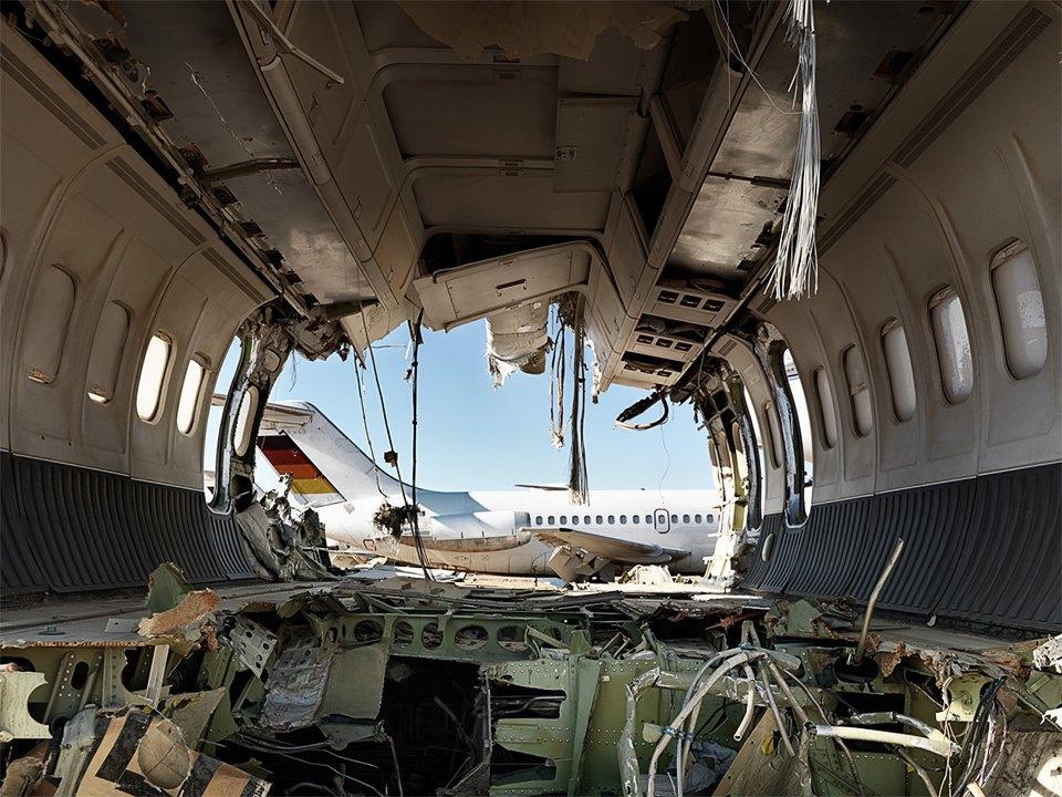 Кладбище самолётов  в выжженной пустыне . Изображение № 8.