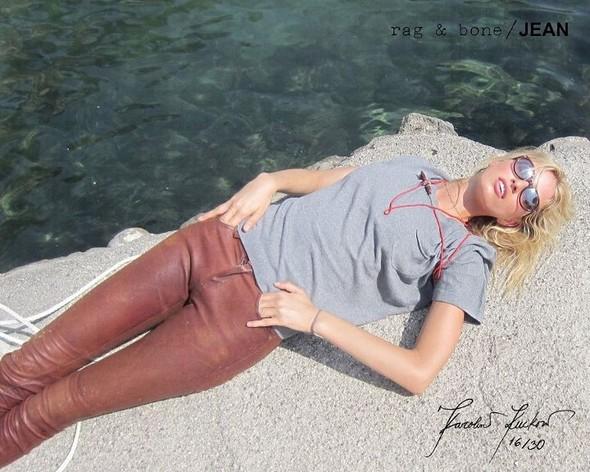 Кампания: Хелена Кристенсен сняла Каролину Куркову для Rag & Bone. Изображение № 16.