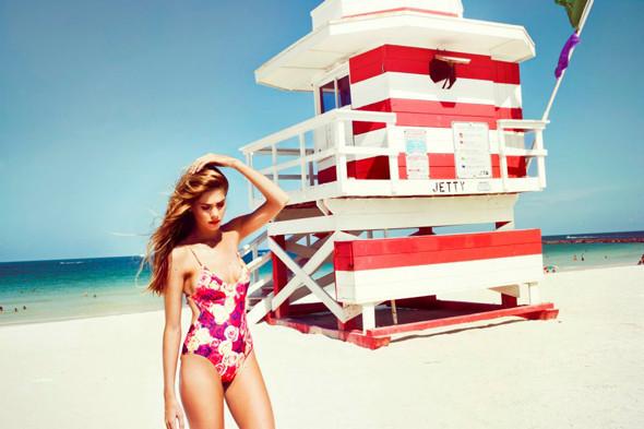 Пляжный сезон: 10 марок купальников. Изображение № 79.