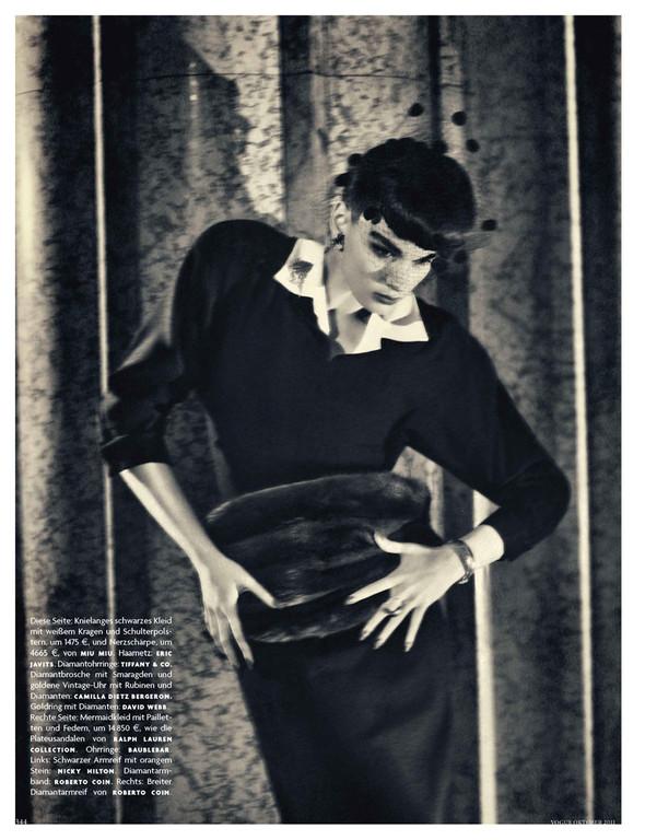 Съёмка: Кристал Ренн для немецкого Vogue. Изображение № 2.