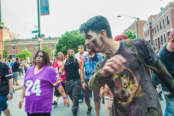 Зомби парад в Нью Йорке. NYC Zombie Crawl.. Изображение № 40.