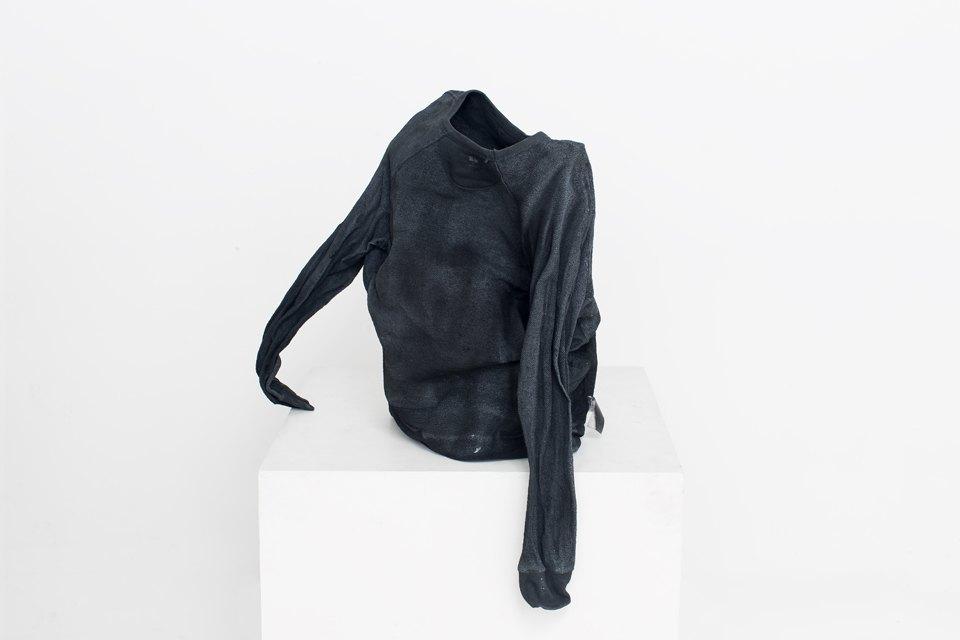 Трансформация банального: молодые художники переосмысляют одежду. Изображение № 8.