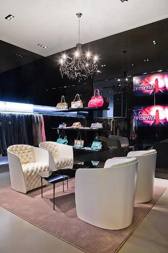 ВМоскве открылся Французский fashion showroom «ATYPIK». Изображение № 8.