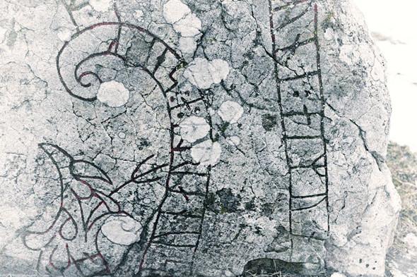 Камень с рунами рядом с собором . Изображение № 92.