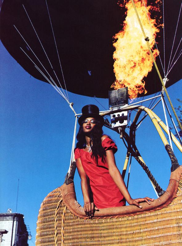 Архивная съёмка: Наоми Кэмпбелл и Эллен фон Унверт для Vogue, 1998. Изображение № 15.