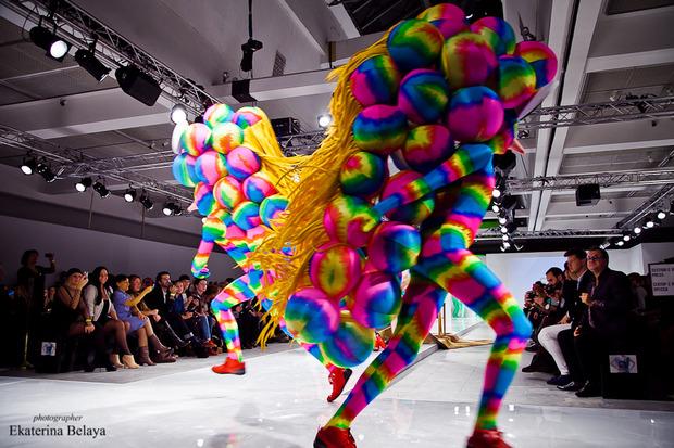 Fashion-перфоманс от SKIF Fashion. AURORA FASHION WEEK Russia SS13. Изображение № 13.