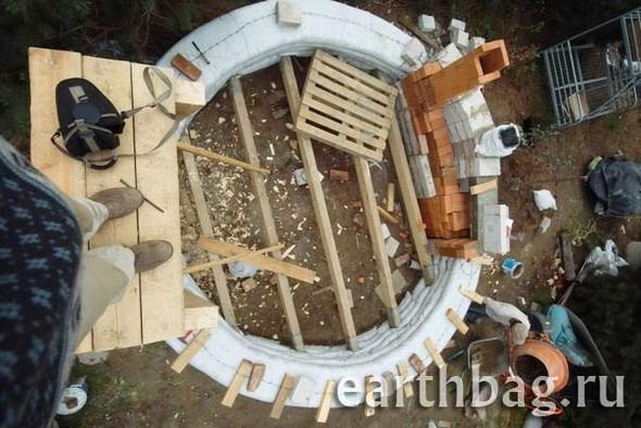 Проапокалиптический DIY - купол из мешков с землей - Earthbag building. Изображение № 2.