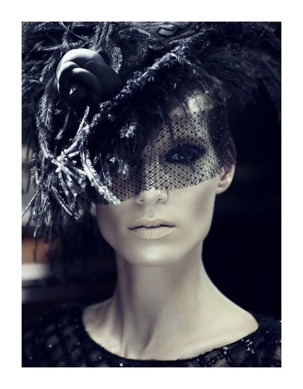 Съемка: Айрис Штрубеггер для немецкого Vogue. Изображение № 3.