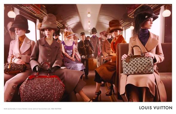 Превью кампаний: Prada, Louis Vuitton, Valentino и другие. Изображение № 16.