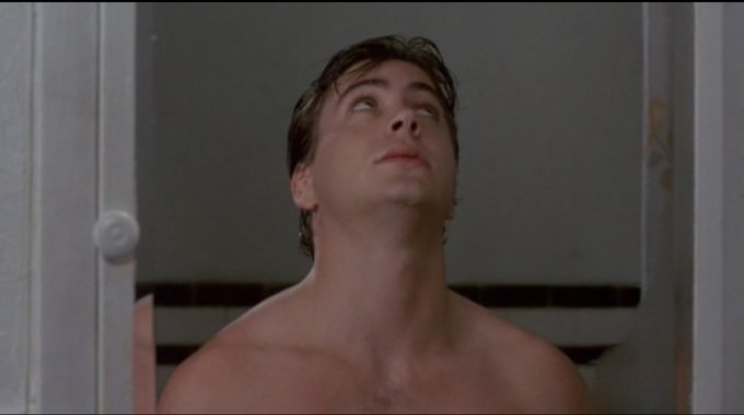 Роберт Дауни-младший закатывает глаза. Изображение № 2.