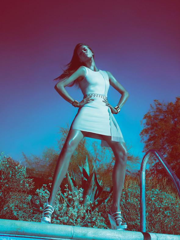 Кампания: Жизель Бундхен для Versace SS 2012. Изображение № 6.