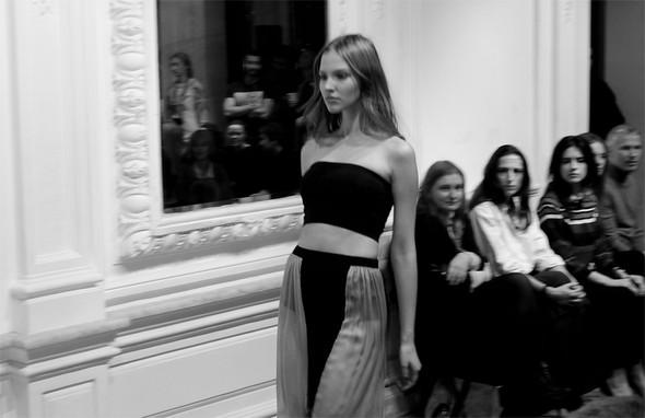 Дизайнер Андрей Артемов: «Она идет от своего парня в мужском пиджаке поверх коктейльного платья». Изображение № 7.