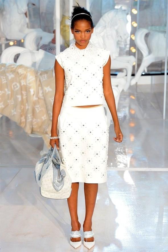 Неделя моды в Париже: Louis Vuitton весна 2012. Изображение № 18.
