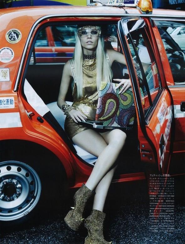 Элин Вебер The Girl Who Rocks The Planet в апрельском Vogue Япония. Изображение № 12.