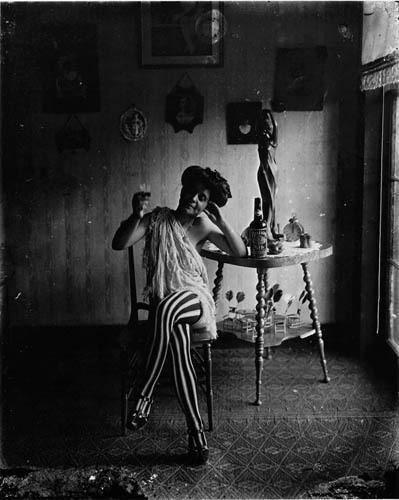 Части тела: Обнаженные женщины на винтажных фотографиях. Изображение №31.