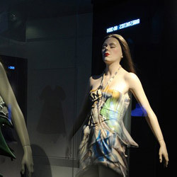 Изображение 5. Fashion Digest: качественные подделки, мода без веселья и ритейлтейнмент.. Изображение № 5.