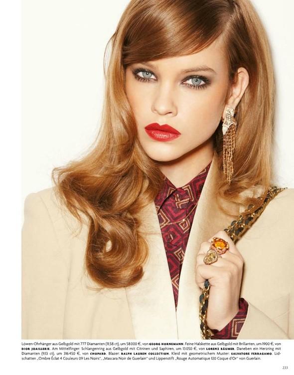 Барбара Палвин для апрельского выпуска Vogue Germany. Изображение № 3.