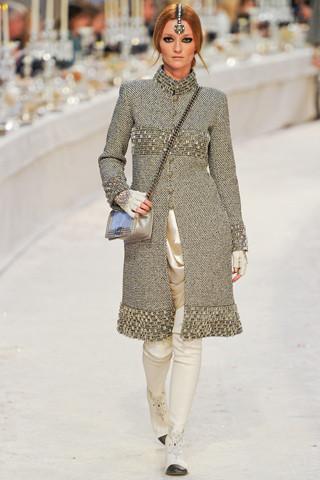 Chanel показали пре-осеннюю коллекцию. Изображение № 38.