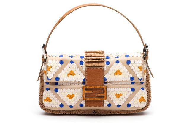 Карл Лагерфельд выпускает коллекцию к юбилею сумки Fendi Baguette. Изображение № 7.