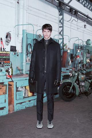 Givenchy, Comme des Garçons, Folk и другие марки показали новые лукбуки. Изображение № 8.