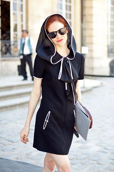 Уличный стиль на Неделе высокой моды в Париже. Изображение № 37.