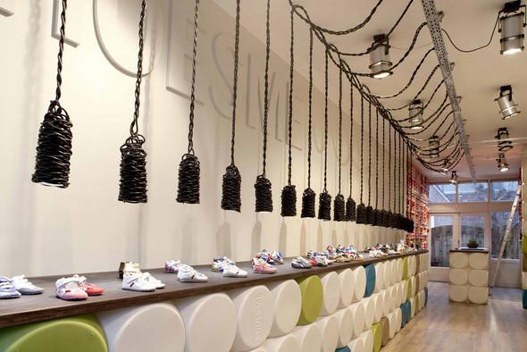 Магазин детской обуви от Тёна Флескенса. Изображение № 2.