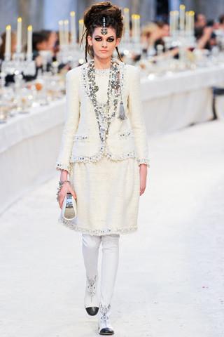 Chanel показали пре-осеннюю коллекцию. Изображение № 6.