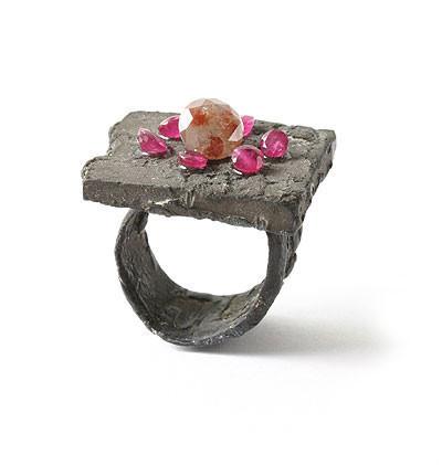 Karl Fritsch: Кольцо может быть оружием. Изображение № 35.
