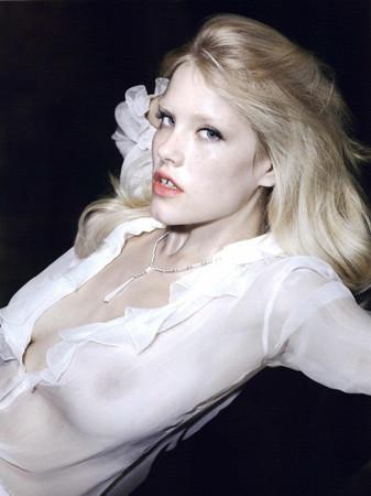 Ле форм: 10 моделей с большой грудью. Изображение № 13.