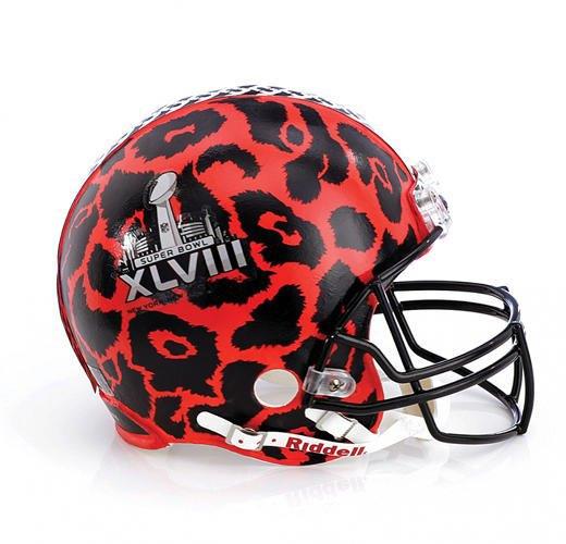 Дизайнеры превратили футбольные шлемы в предметы искусства. Изображение № 6.