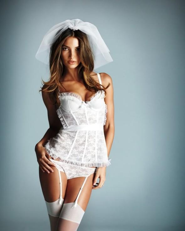 Нижнее белье для невест от Victoria's Secret. Изображение № 3.