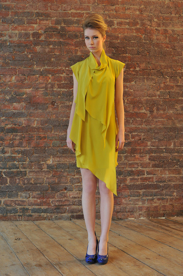 CW84 платье желтое, состав:100% шелк размеры: s, m, l. Изображение № 22.