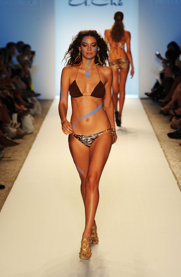 Купальный сезон 2012: Mercedes-Benz Fashion Week Miami [SWIM]. Изображение № 33.