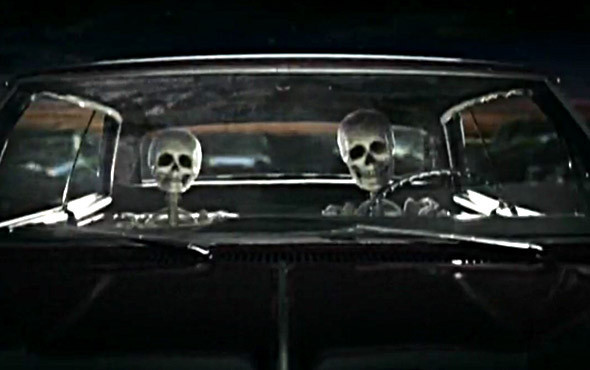Морбитальный клип Bones группы The Killers —дебют Бертона в области музыкальных видео.. Изображение №31.