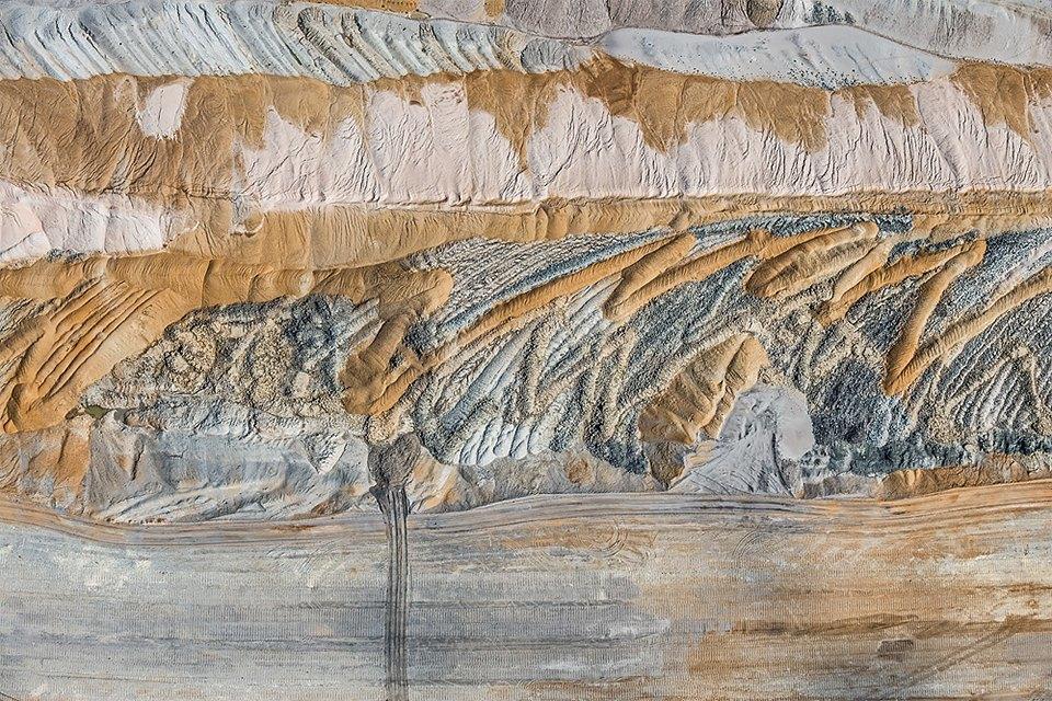 Захватывающие фотографии огромной угольной шахты. Изображение № 16.