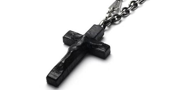 Христианские кресты в японской коже. Изображение № 1.