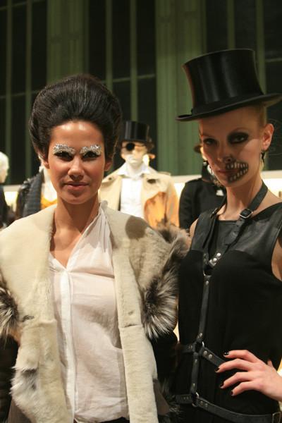 Такой макияж моделям из Style Society приходилось накладывать все 3 дня. Изображение № 14.