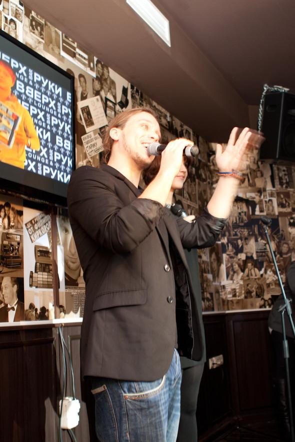 Презентация клипа группы Т9 «На расстоянии любви» в «Руки Вверх bar. Изображение № 1.