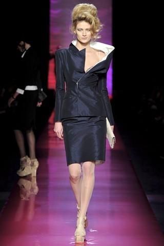 Сезон весна-лето 2012 :10-ка лучших женских костюмов с юбкой. Изображение № 1.
