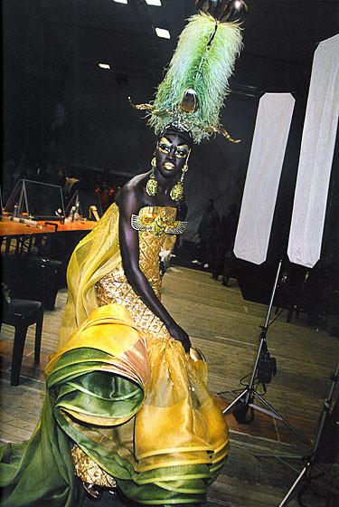Роксанна Лоуит: за кулисами Dior. Изображение № 20.