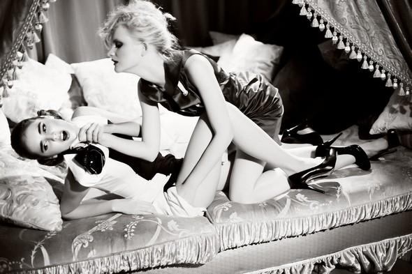 Fashion съемка новогодней коллекции от Jana Nedzvetskaya для Lo. Изображение № 12.