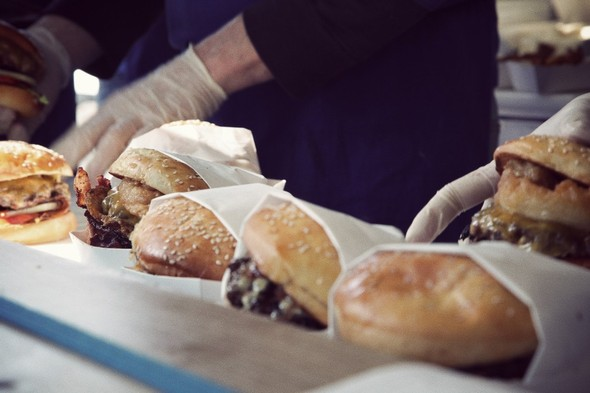 Гамбургер в Париже?. Изображение № 1.