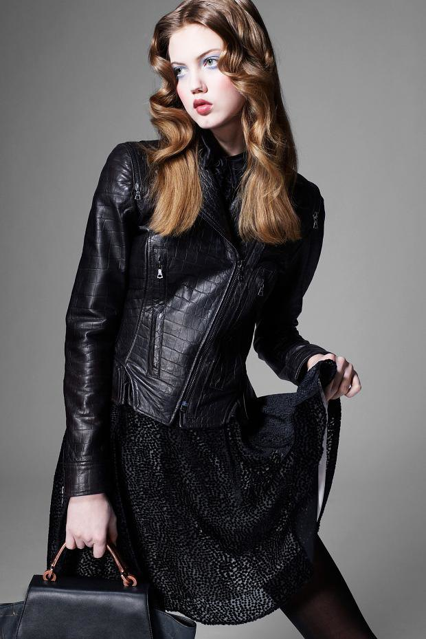 Показаны новые лукбуки Balenciaga, Chanel и Zac Posen. Изображение № 39.