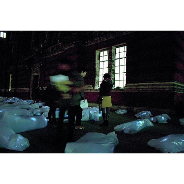 Подземное искусство в Нью-Йорке, светящееся кладбище в Лондоне и другие новости. Изображение № 20.