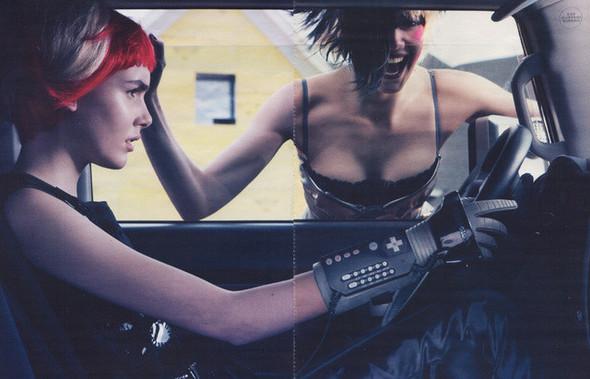 Архивная съёмка: Дейзи Лоу и Джорджия Фрост в объективе Стивена Кляйна. Изображение № 6.