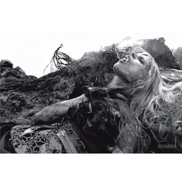 Съемка «Water & Oil» в итальянском Vogue. Изображение № 2.