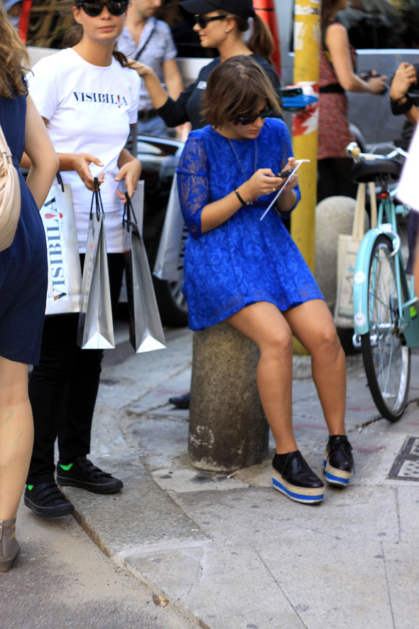 Уличная мода на Milan Fashion Week: день 1. Изображение № 15.