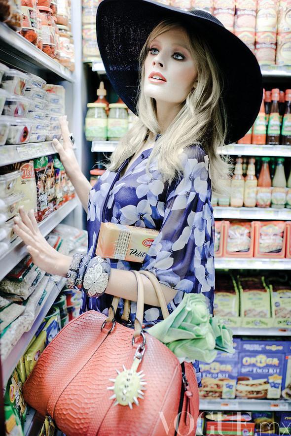 Съёмка: Констанс Яблонски для мексиканского Vogue. Изображение № 5.