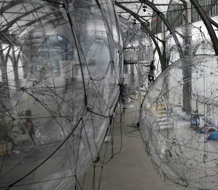 Найдено за неделю: Город будущего в пузырях, гигантская голова и вышитая книга. Изображение № 3.